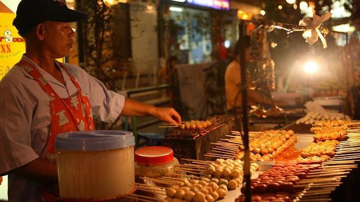 bangkok-street-food-vendor-lead